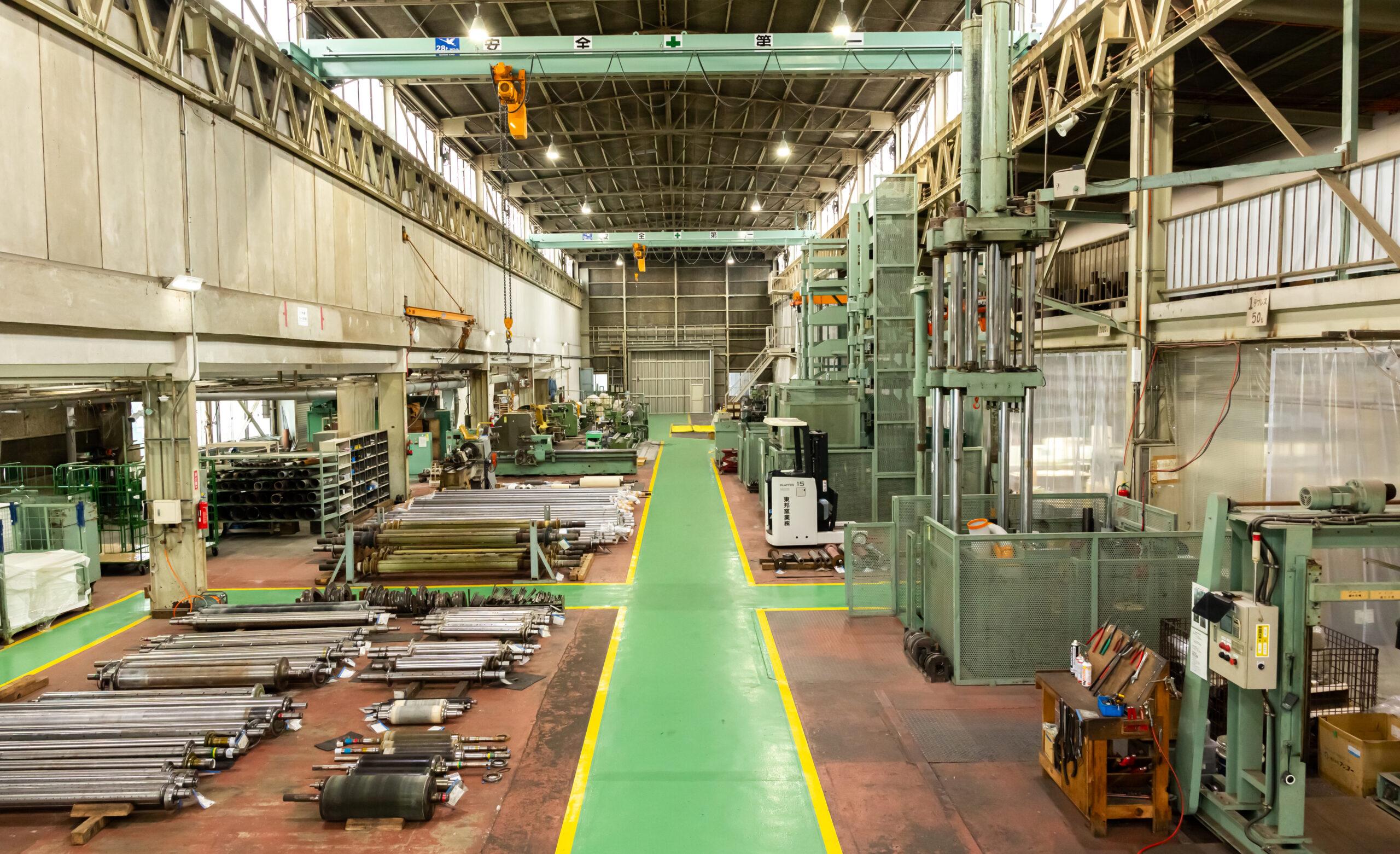 東邦窯業株式会社の工場内